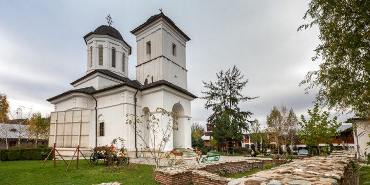 Excursie la manastirea Nucet si padurea din apropiere